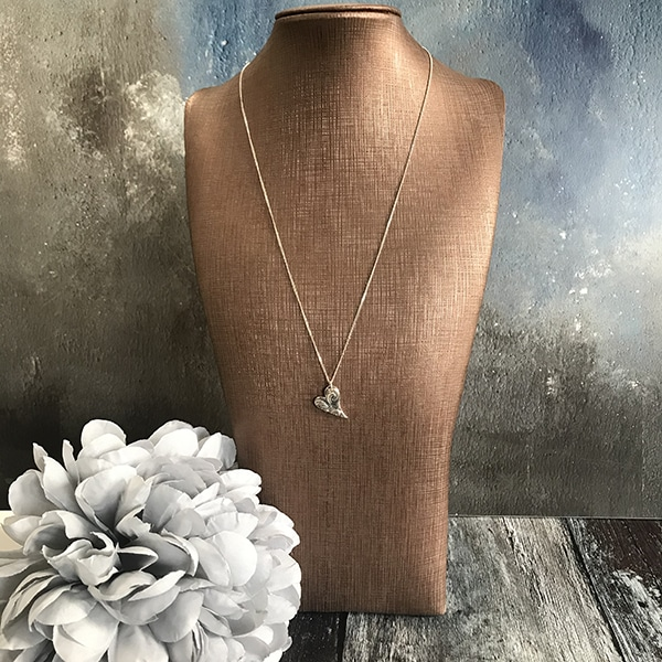 RA80 heart necklace