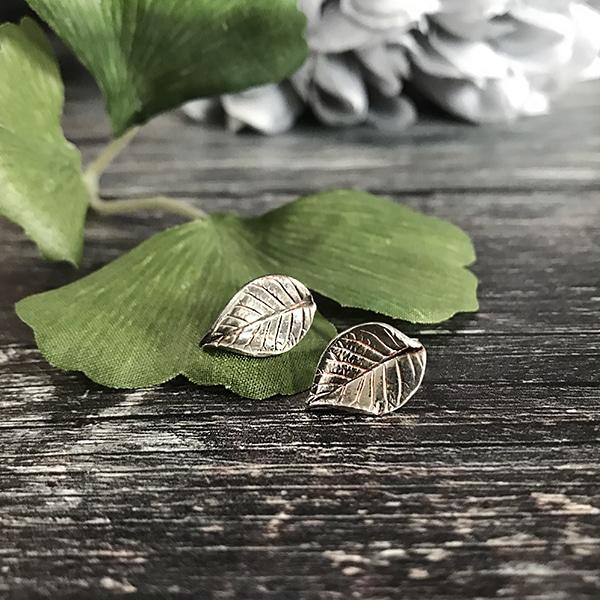 53 Leaf studs silver.jpg r