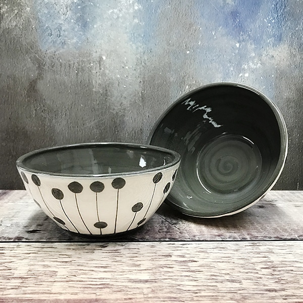 Spot and dot med bowl